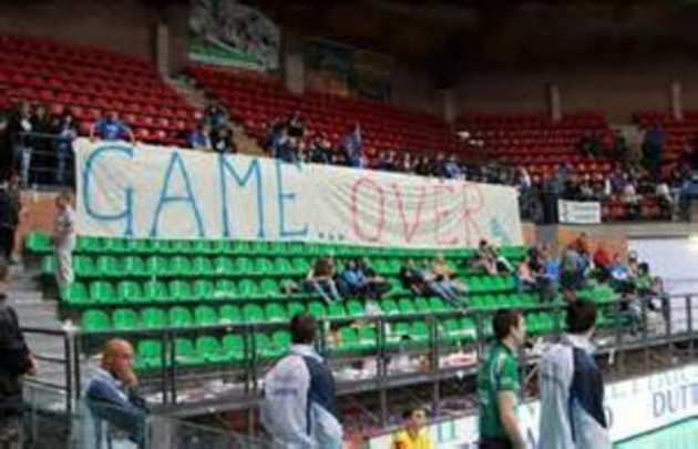 Fans of Cuneo