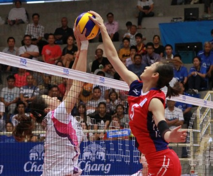 Tianjin and Taipei fight for ball over net