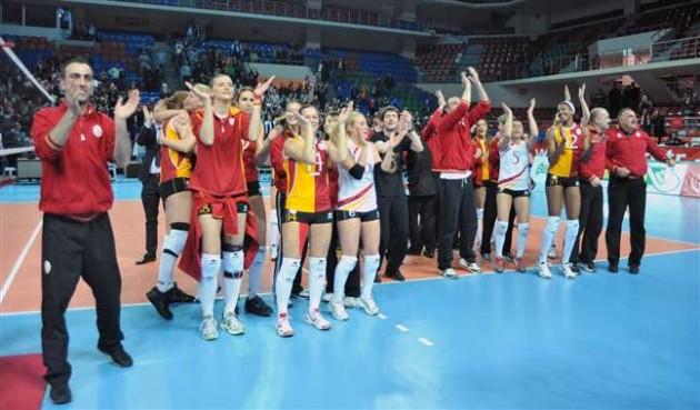 Galatasaray reverse result of first match to qualify for final