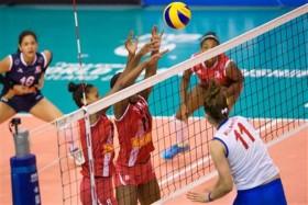 Bojana Milenkovic spiking against Peruvians