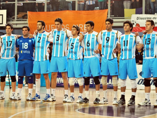 Great-volleyball-welfare-event-with-the-Argentine-seniors-at-the-top-of-the-scenery