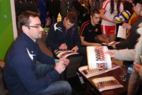 Meeting with the volleyball players in the salon of Plus