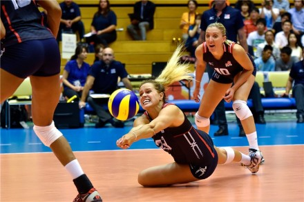 Kelsey Robinson of USA receives the ball