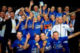 Russian Volleyball stars join again their forces to help Safronova