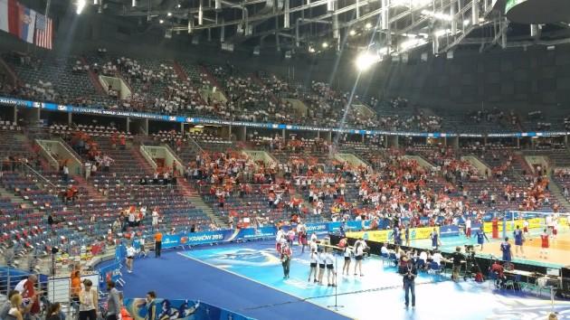 Fans in Tauron