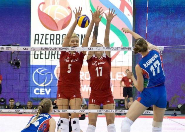 Polina Rahimova attacks