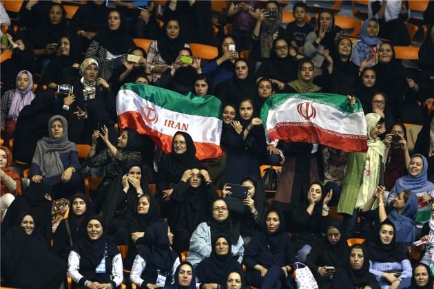 Women watching Iran - Serbia